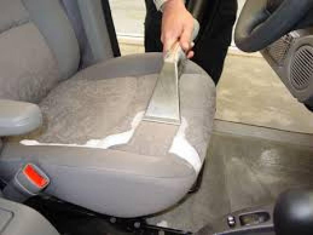Araba Koltukları Nasıl Temizlenir